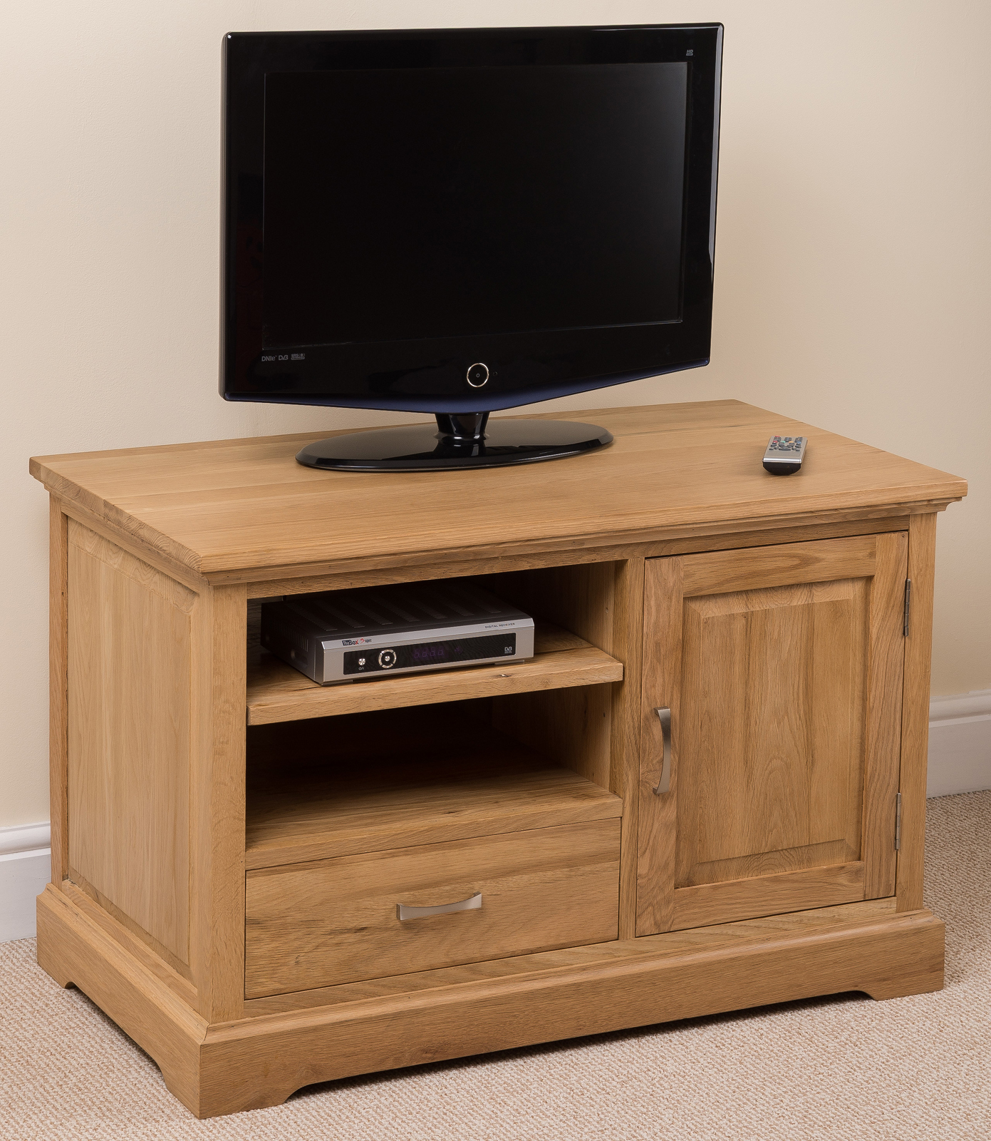 Aspen 100 solid oak small tv television cabinet stand for Tv stand for small living room