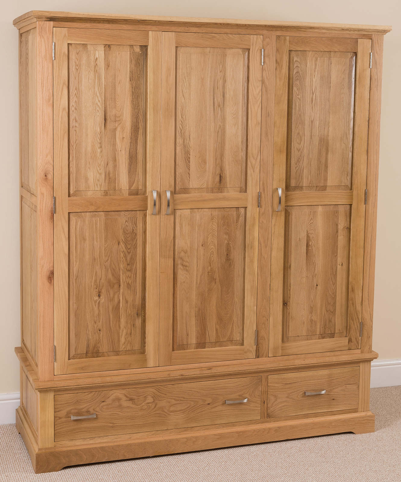 aspen solid oak wood triple wardrobe with 2 drawers. Black Bedroom Furniture Sets. Home Design Ideas